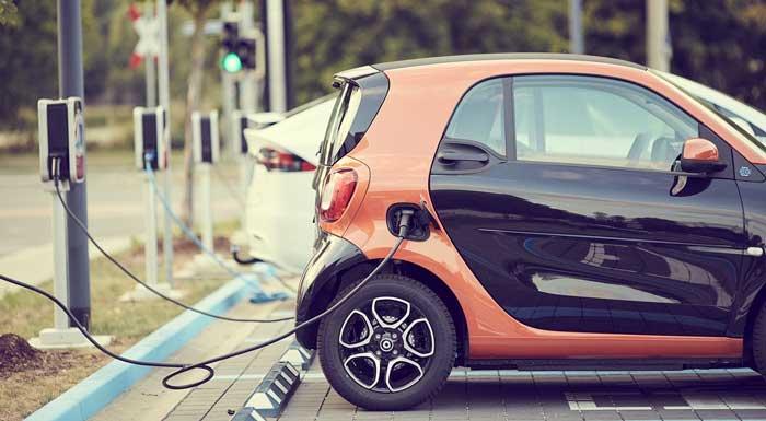 Auto elettriche, mercato in crescita nell'incertezza